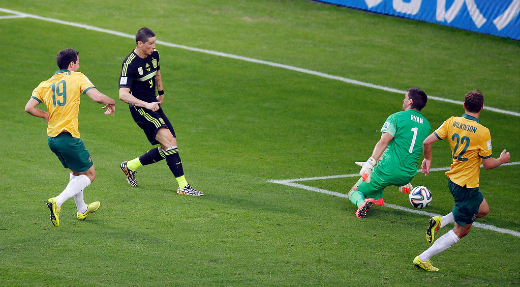 . Spain\'s Fernando Torres, center, scores his teams second goal during the group B World Cup soccer match between Australia and Spain at the Arena da Baixada in Curitiba, Brazil, Monday, June 23, 2014. (AP Photo/Michael Sohn)