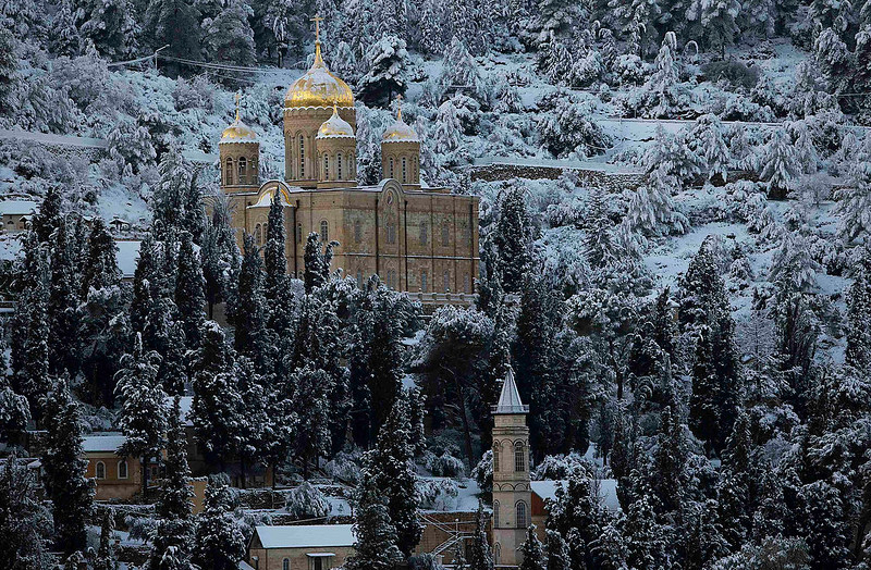 . Snow covers the Russian Church over the neighbourhood of Ein Kerem and the western outskirts of Jerusalem January 10, 2013.The worst snowstorm in 20 years shut public transport, roads and schools in Jerusalem on Thursday and along the northern Israeli region bordering on Lebanon. REUTERS/Ronen Zvulun