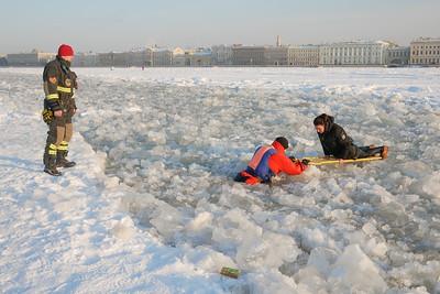 Rescue operation on Neva's ice