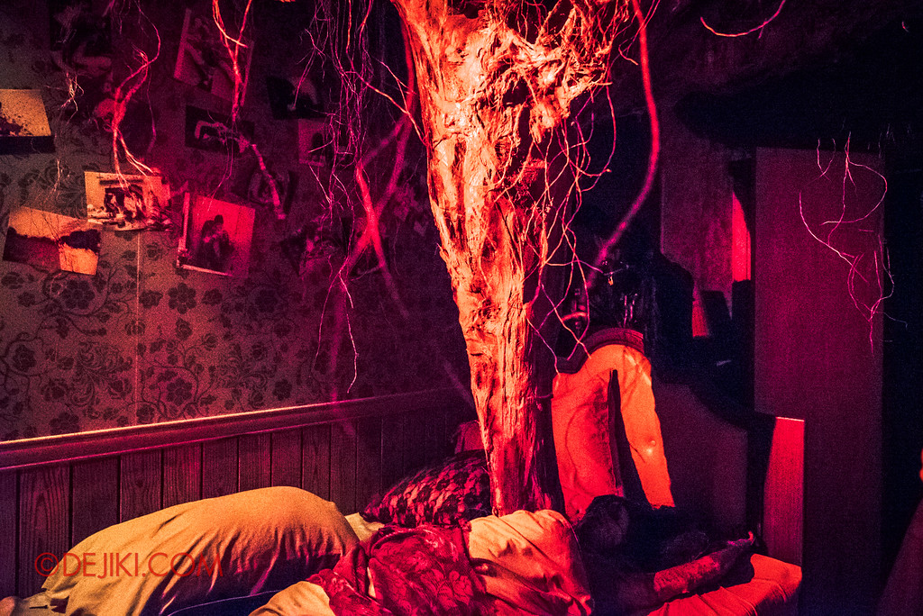 Halloween Horror Nights 7 - HEX haunted house / Evil takes root in the bedroom