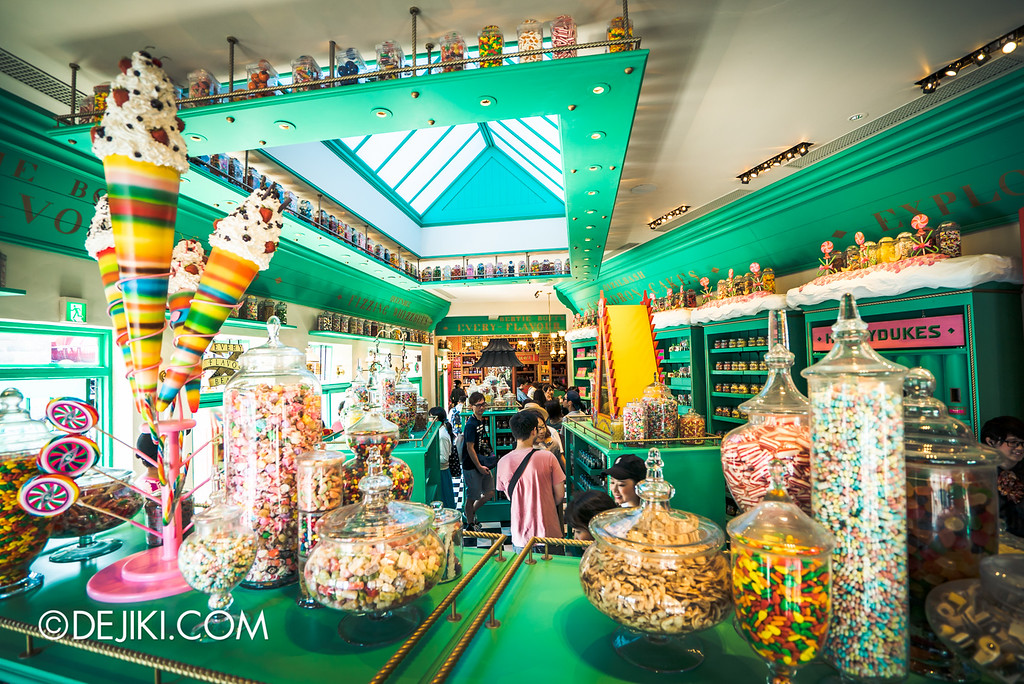 Universal Studios Japan - The Wizarding World of Harry Potter - Hogsmeade Honeydukes Store overview sugar overload