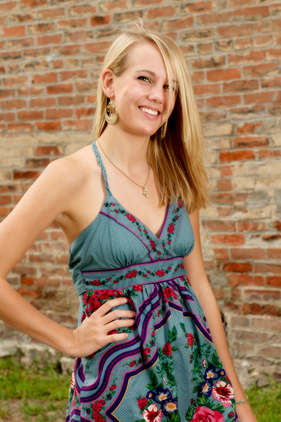 027 Shanna McCoy Senior Shoot - Brick Wall.jpg