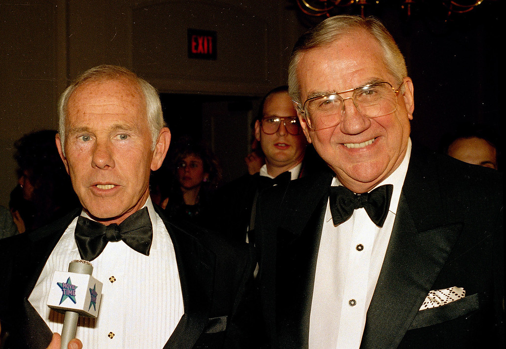 ". FILE - This 1989 file photo shows Ed McMahon, right, and talk show host Johnny Carson. McMahon, the loyal ""Tonight Show\"" sidekick who bolstered boss Johnny Carson with guffaws and a resounding \""H-e-e-e-e-e-ere\'s Johnny!\"" for 30 years, died Tuesday morning, June 23, 2009 at a Los Angeles hospital. He was 86. (AP Photo)"