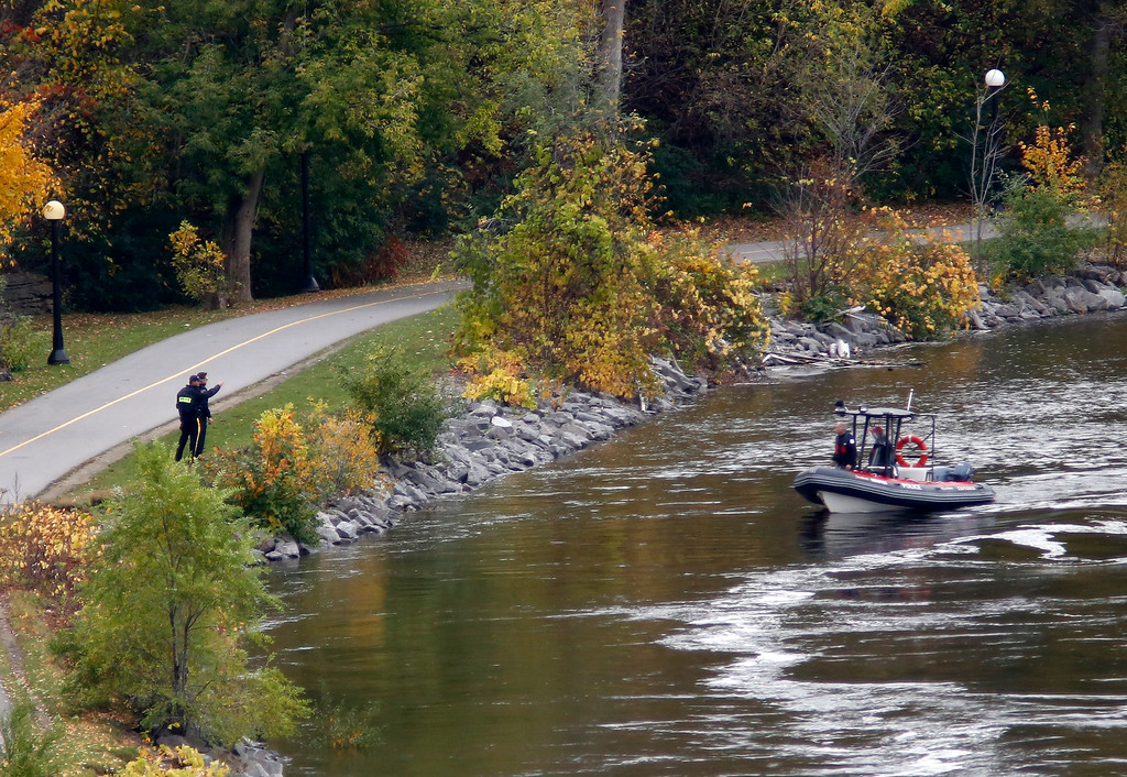 . A police boat searches behind Parliament Hill  in Ottawa on Wednesday, Oct. 22, 2014.    (AP Photo/The Canadian Press, Patrick Doyle)