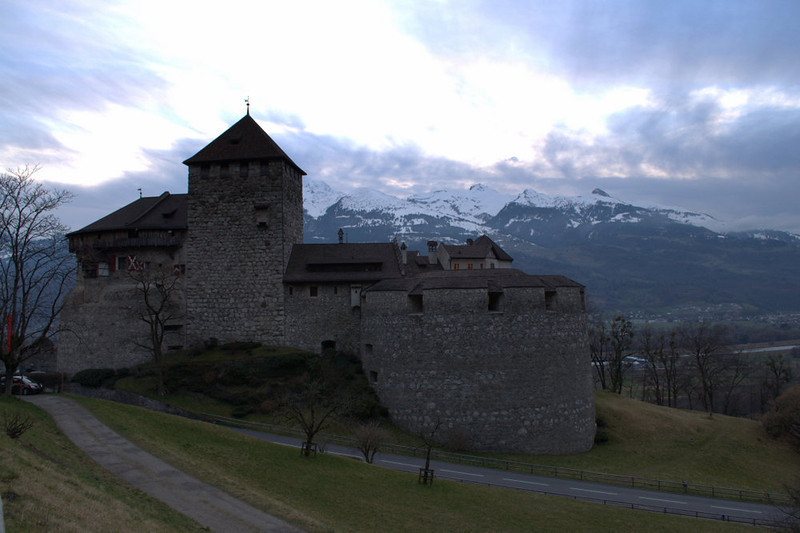 Liechtenstein Vaduz Castle and mountains.jpg