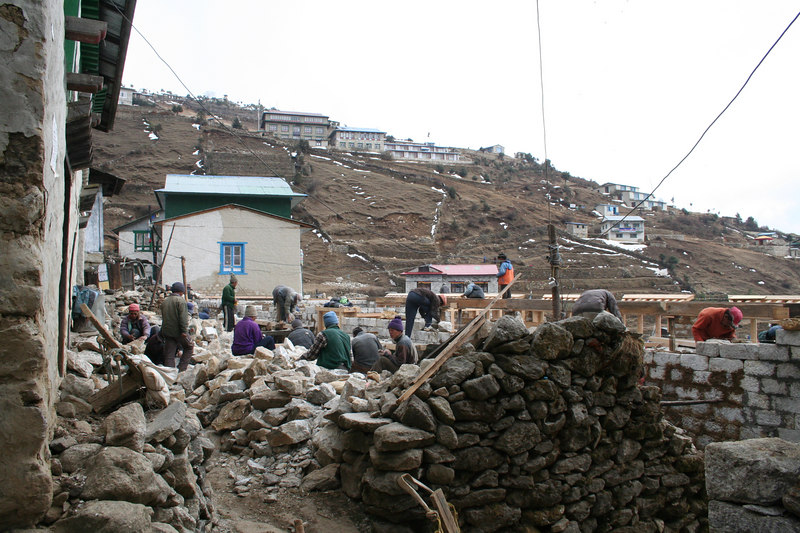 Building a lodge @ Namche Bazar.JPG