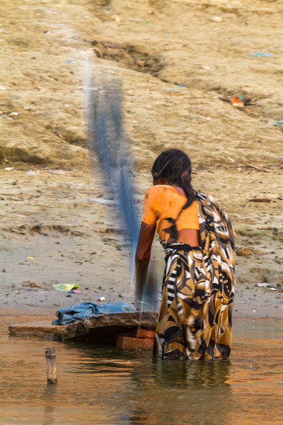 Morning  laundry on the banks of the Ganges