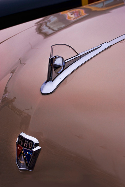H  WOW Ford hood ornament 2691.jpg