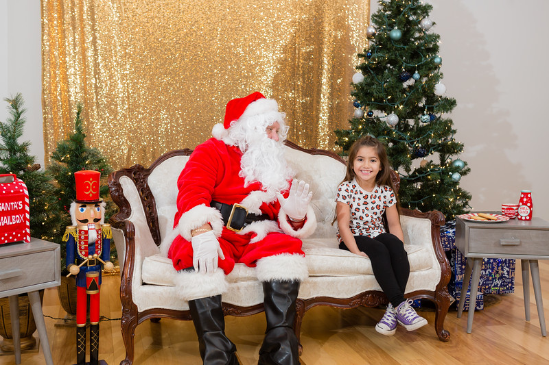 FADS Picture with Santa-291.jpg