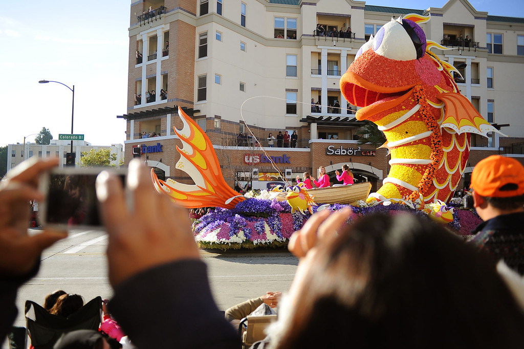 ". Sierra Madre Rose Float Association\'s ""Catching the Big One\"" float entry heads down Colorado Blvd. during the 2014 Rose Parade in Pasadena, CA January 1, 2014.(Andy Holzman/Los Angeles Daily News)"