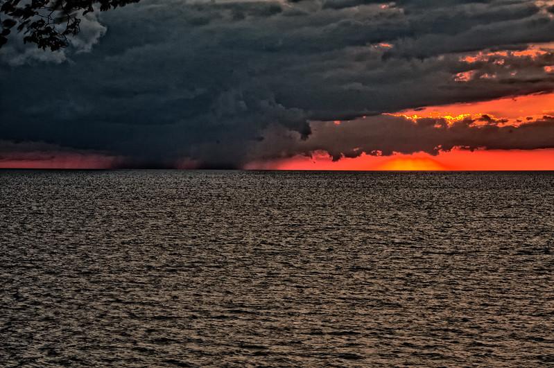 Sunsets and lightnig storms-16.jpg