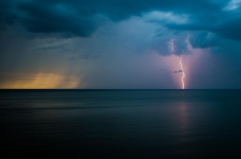 Sunsets and lightnig storms-4.jpg