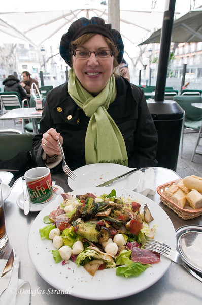 Wed 3/09 in Toledo: Awesome salad at outdoor cafe