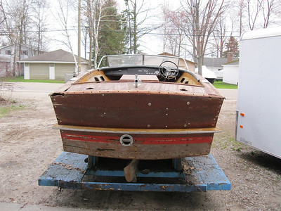 1957 20ft Chris Craft Continental.
