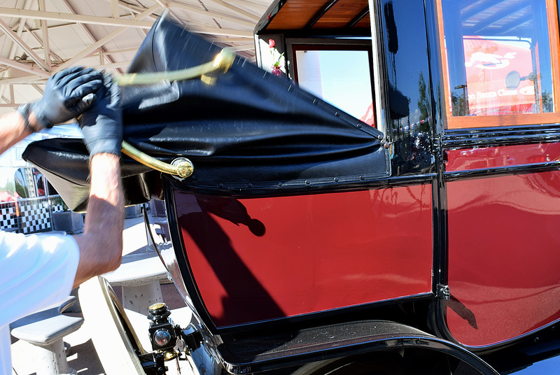 Ford 1913 T Town Car Limousine rr compartment rt.JPG