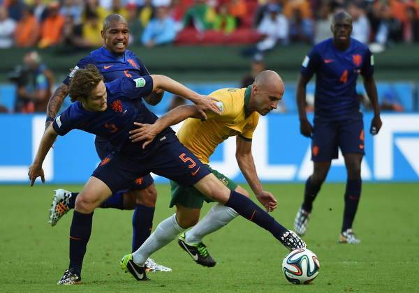 . Netherlands\' defender Daley Blind (L) vies with Australia\'s midfielder Mark Bresciano during a Group B football match between Australia and the Netherlands at the Beira-Rio Stadium in Porto Alegre during the 2014 FIFA World Cup on June 18, 2014. (WILLIAM WEST/AFP/Getty Images)