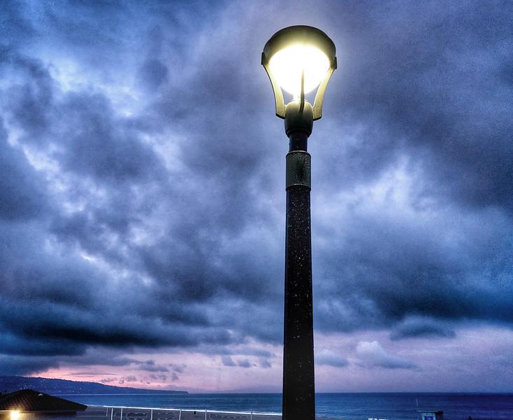 A lampost on the Manhattan Beach Strand before the sun rises