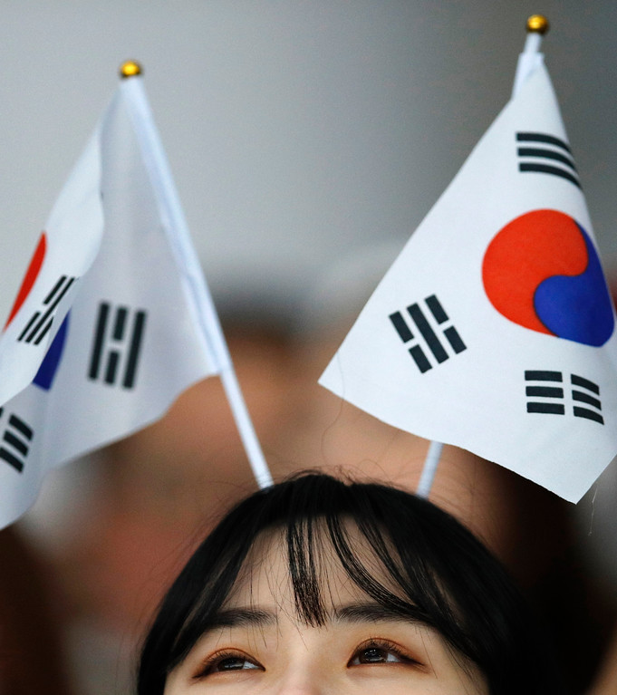 . A spectators wears the South Korean flags as she waits for the start of the men\'s 10,000 meters speedskating race at the Gangneung Oval at the 2018 Winter Olympics in Gangneung, South Korea, Thursday, Feb. 15, 2018. (AP Photo/Vadim Ghirda)