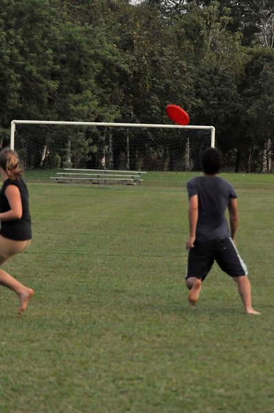 042409Ultimate Frisbee @ EARTH126.jpg