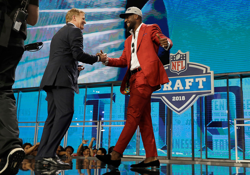 . Commissioner Roger Goodell, left, greets Alabama\'s Rashaan Evans after he was selected by the Tennessee Titans during the first round of the NFL football draft, Thursday, April 26, 2018, in Arlington, Texas. (AP Photo/David J. Phillip)