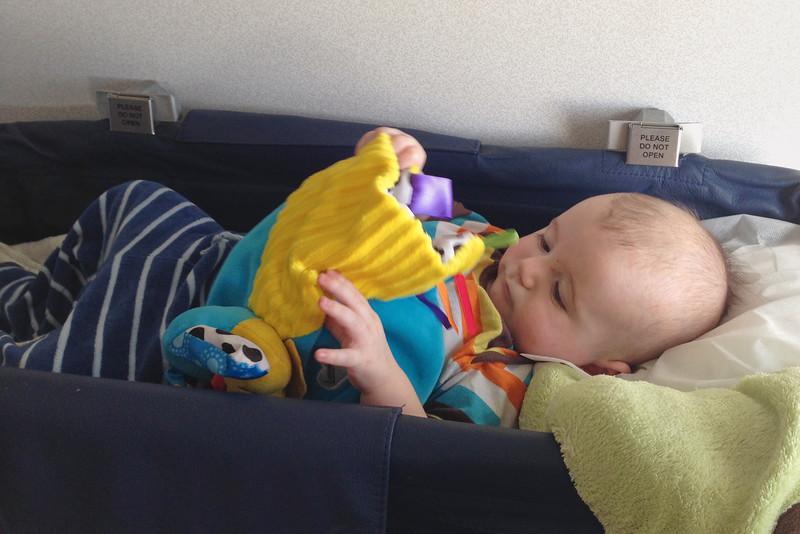 Spokojený cestovatel při letu zpátky do Almaty.