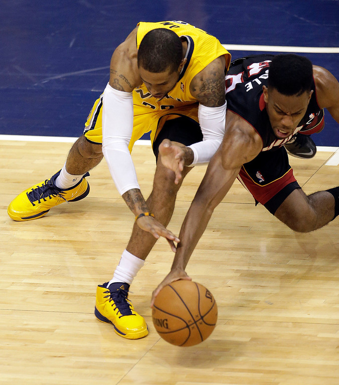 . Indiana Pacers guard C.J. Watson, right, goes after a loose ball with Miami Heat guard Norris Cole during the first half of Game 2 of the NBA basketball Eastern Conference finals in Indianapolis, Tuesday, May 20, 2014. (AP Photo/AJ Mast)