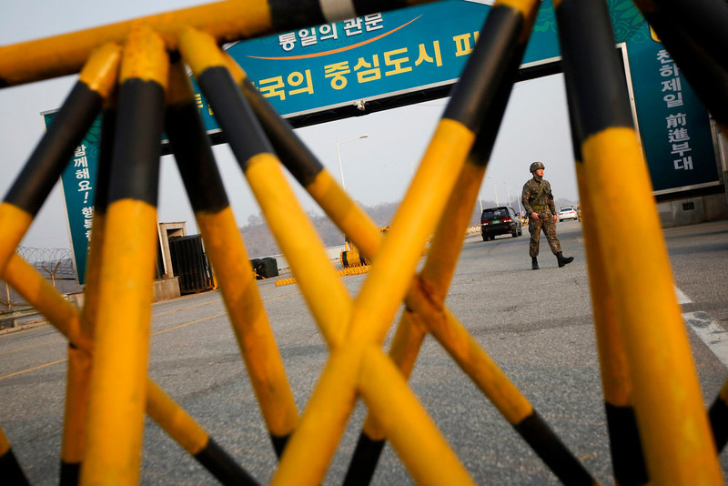 . A South Korean soldier patrols at a checkpoint on the Grand Unification Bridge, which leads to the demilitarized zone separating North Korea from South Korea, in Paju, north of Seoul April 8, 2013. The North, led by 30-year-old Kim Jong-un, has been issuing vitriolic threats of war against the United States and U.S.-backed South Korea since the United Nations imposed sanctions in response to its third nuclear weapon test in February.      REUTERS/Kim Hong-Ji