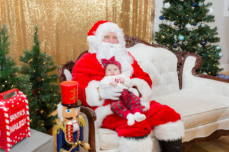 FADS Picture with Santa-313.jpg