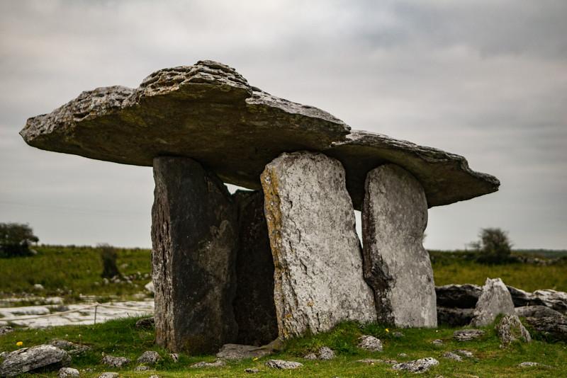 Poulnabrone Dolmen Tomb 4.jpg