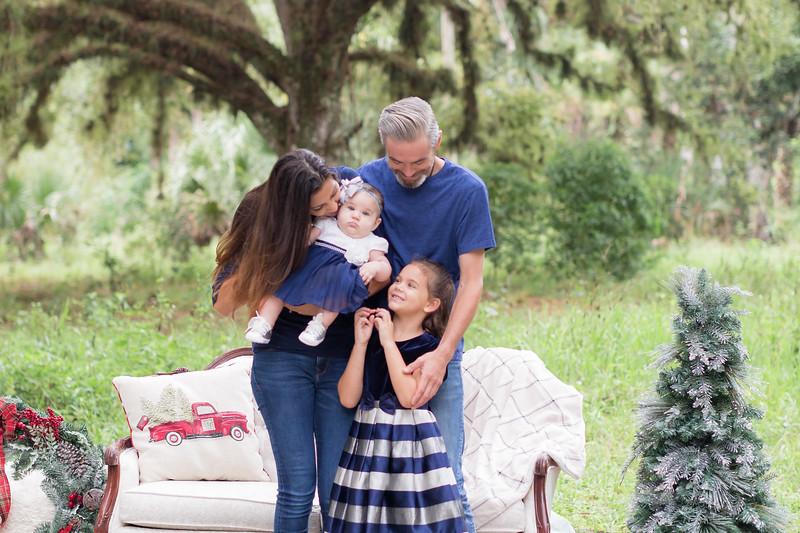 Holiday Minis- Scarth Family-24.jpg