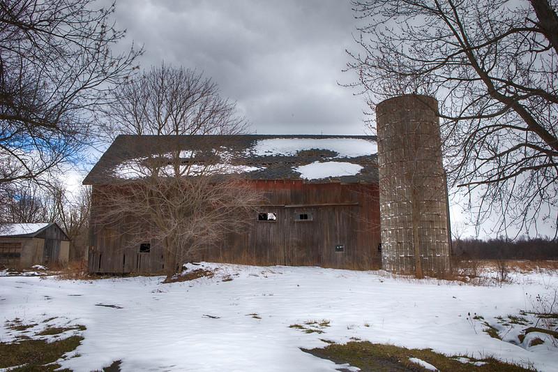 naigara and barns, snow-7126.jpg