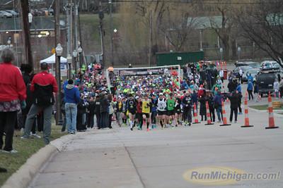 Marathon Start - 2013 Martian Invasion of Races