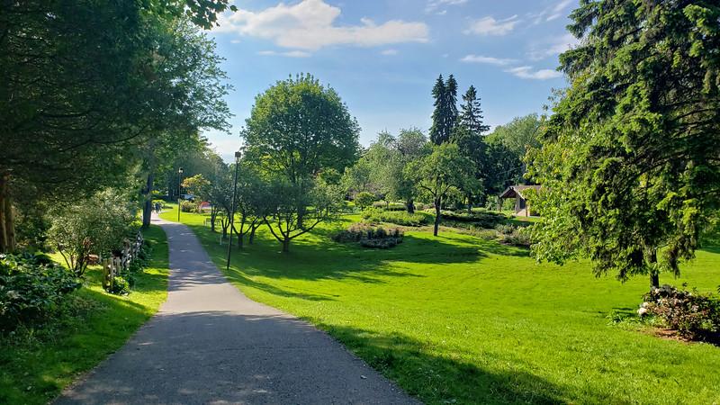 Ontario-Mississauga-PortCredit-RhododendronGarden-10.jpg