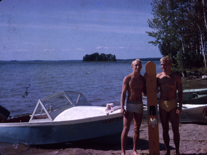 surfer_boys_davdi_and_bob03.jpg