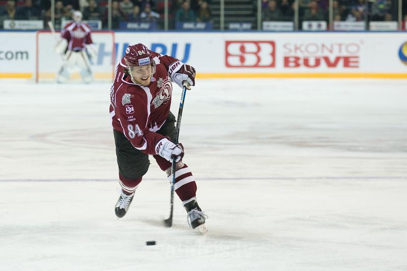 Tomas Kundratek (84) of Dinamo Riga shoots on goal