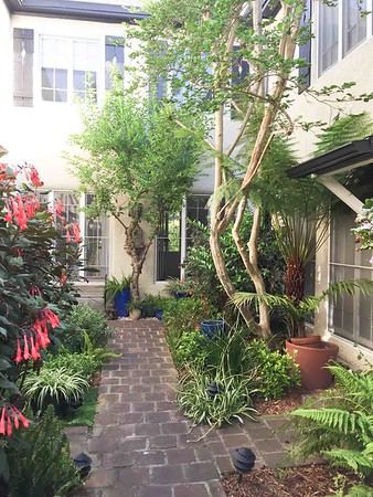 PHILIPPES APARTMENT WEHO