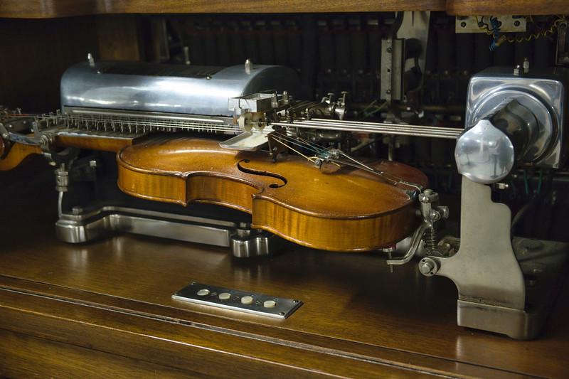 Auto Play Violin