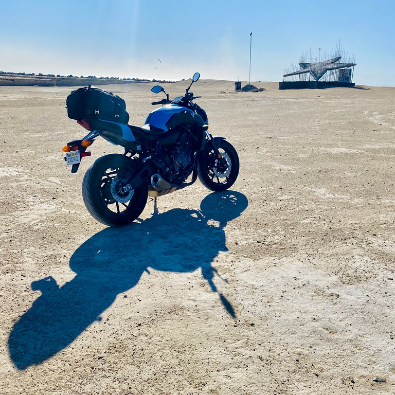 motorcycle blogging and photography post - yamaha fz07 at bombay beach with big star