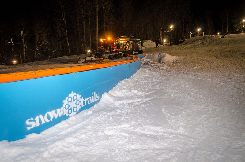 Nighttime-Rail-Jam_Snow-Trails-150.jpg