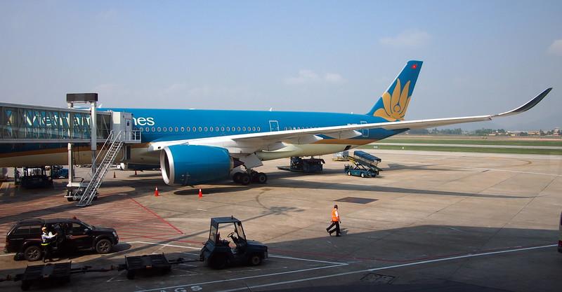 P1101087-vietnam-airlines-a350.JPG