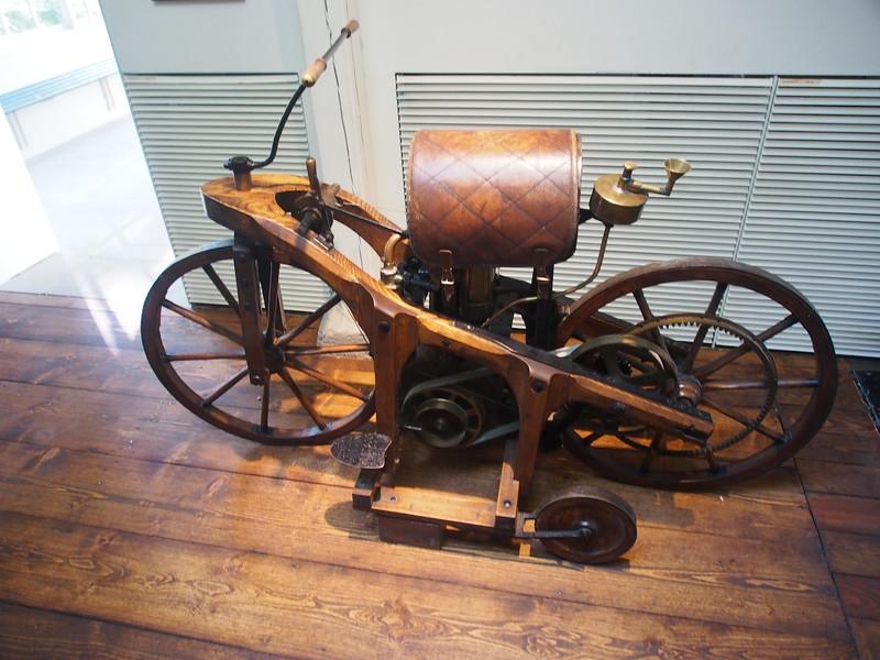 Daimler Shop-1883 powered motorcycle.JPG