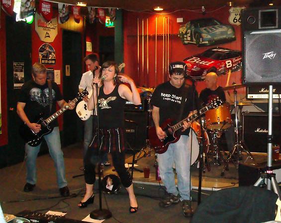 2010/04 The Throbs at Poggie Tavern