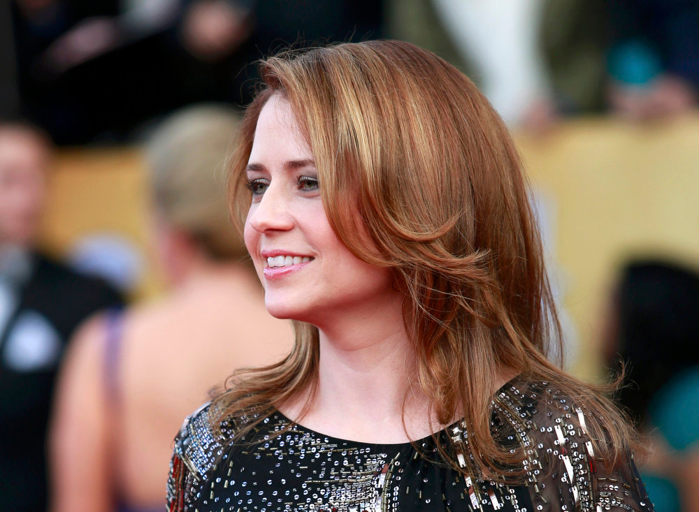 ". Actress Jenna Fischer of the tv comedy ""The Office\"" arrives at the 19th annual Screen Actors Guild Awards in Los Angeles, California January 27, 2013.  REUTERS/Adrees Latif"