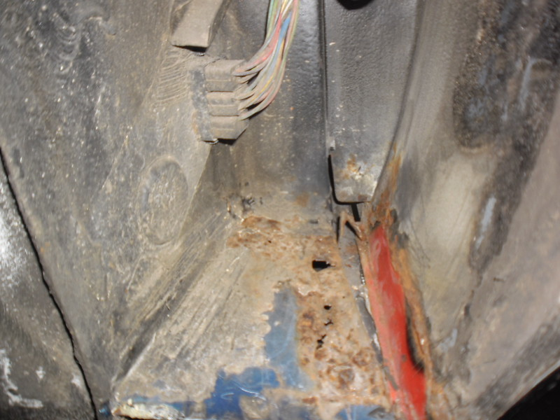 LH inner wing/sill area rotted through