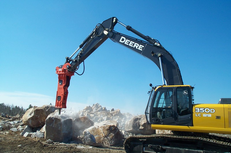 NPK GH12 hydraulic hammer on Deere 350D excavator (14).JPG
