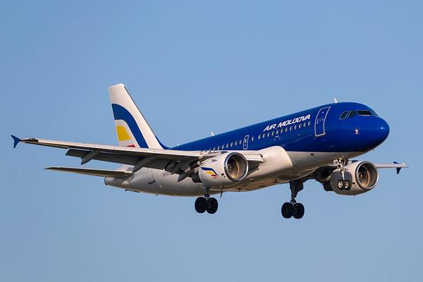 ER-AXM - Airbus A319-112