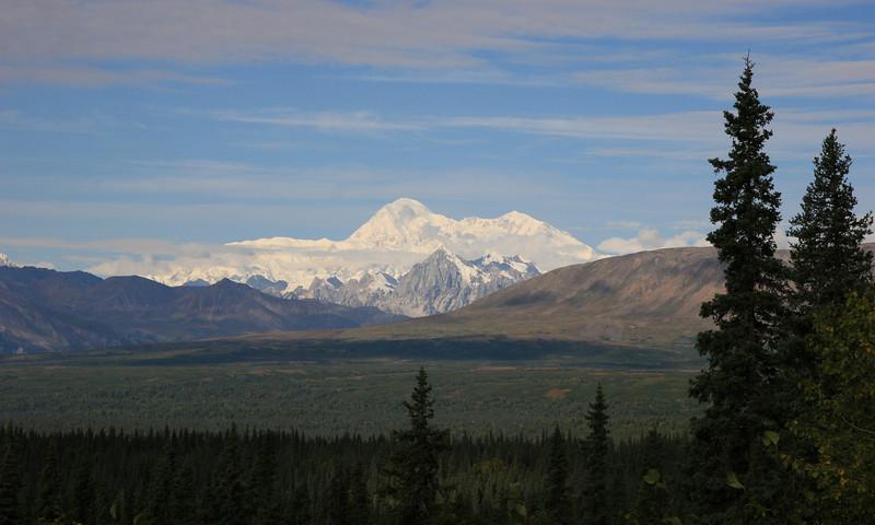 Uitzicht Mt McKinley vanaf George Parks Highway, Alaska.