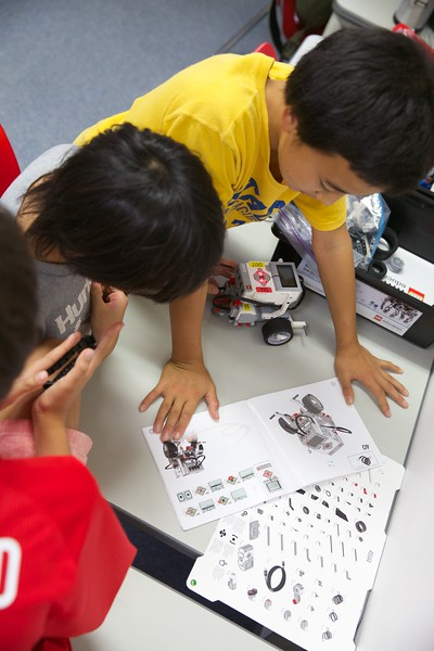 Robotics Club Sept 10 14 4.jpg