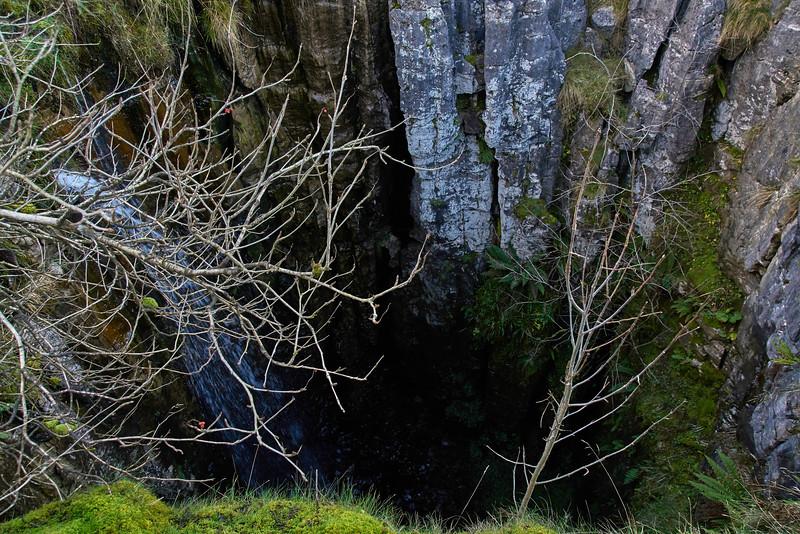 01828 Buttertubs sink hole.jpg