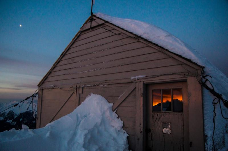 hidden-lake-lookout-winter-north-cascades-sunrise.jpg